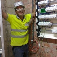 Foto de Jorge Luis R., Manitas y técnicos baratos en Vitoria-Gasteiz